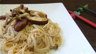 Fried Thin White Noodles with Mushrooms